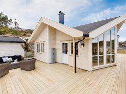Eiendomsfoto, hytte, eksteriørbilde av fasade og terrasse