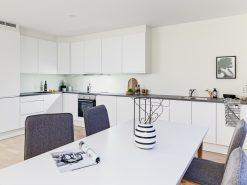Kjøkkeninnretning, sett over spisebord