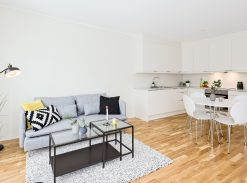 Boligfoto, stue og kjøkken, åpen løsning