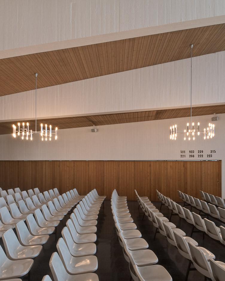 Landås kirke, tegnet av arkitekt Ola Kielland Lund